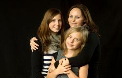 images/Fotos/Portraits/Familie/thumbs//farbspektrum-fotografie-familie-girls.jpg