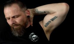 images/Fotos/Portraits/Maenner/thumbs//farbspektrum-mann-tattoo-arm.jpg