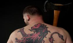 images/Fotos/Portraits/Maenner/thumbs//farbspektrum-mann-tattoo-axt.jpg